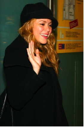 Shakira atiende a sus fans en Berlín