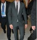Joe Jonas con traje
