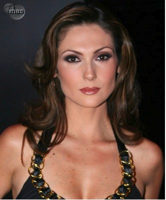 Nora Salinas Pospone su boda por embarazo