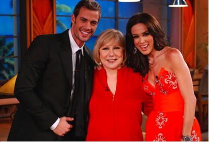 William Levy y Jaqueline Bracamosntes en el Show de Cristina