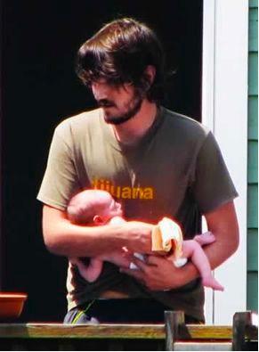Diego Luna con su hijo