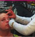 Rodrigo Vidal maquillandose de mujer