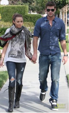 Miley Cyrus Continúa su romance con Liam Hemsworth