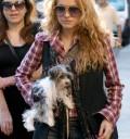 Paulina Rubio con su perrito en Argentina