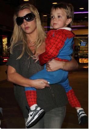 Britney Spears con sus hijos vestidos de Spiderman