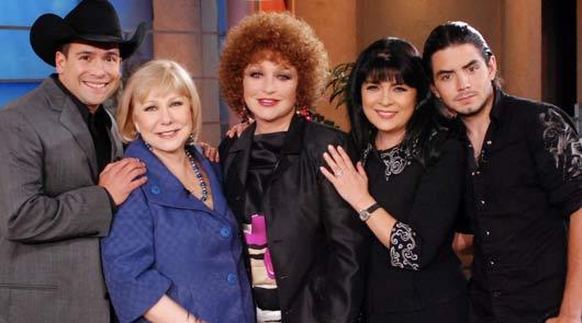 Angélica María, Victoria Ruffo y Bobby Pulido en el Show de Cristina