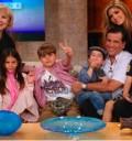 Ana Barbara y su familia en el Show de Cristina