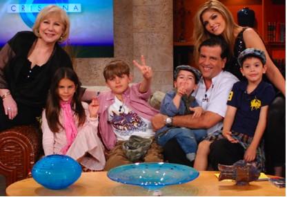 Ana Bárbara celebra el Día de las Madres en el Show de Cristina