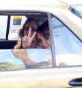 Dulce María en taxi