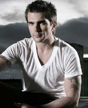 Estrena Juanes sencillo para el mundial