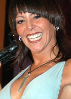 Alejandra Guzmán se hace cargo de la fan que lastimó