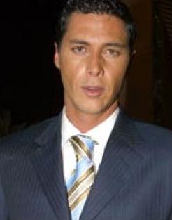 Mauricio Azpe en Entre el amor y el deseo de Tv Azteca
