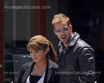 William Levy con una amiga