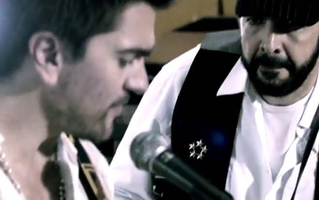 Video La Calle de Juanes y Juan Luis Guerra