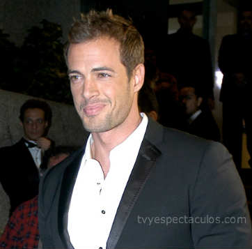 William Levy se confunde de evento