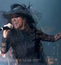 Anahi en España vestida como Viuda Negra