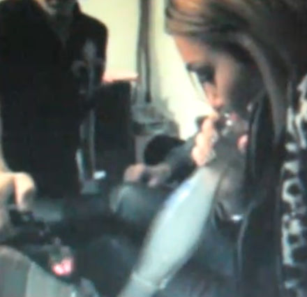 Difunden video de Miley Cyrus fumando Salvia