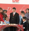 Peña Nieto y Angelica Rivera parten la rosca de Reyes
