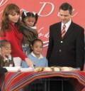 Angelica Rivera y Peña Nieto parten la Rosca de Reyes