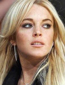 Acusan formalmente de robo a Lindsay Lohan