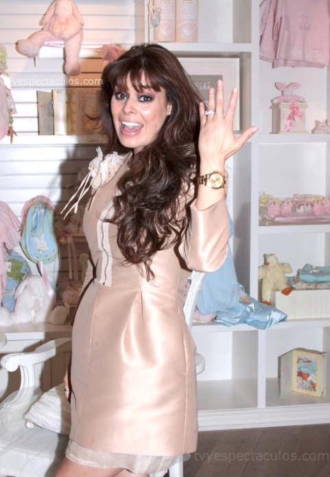 Yadhira Carrillo inaugura tienda para bebés