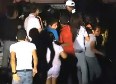 Fans de Anahí casi la aplastan