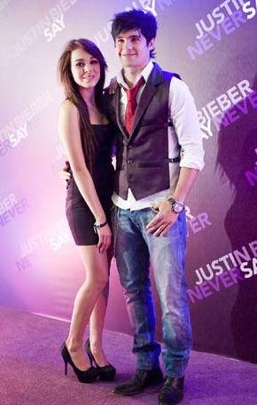 Danna Paola y Eleazar Gómez en la Premier de Never Say Never de Justin Bieber