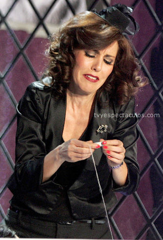 Michelle Salas causa revuelo en teatro