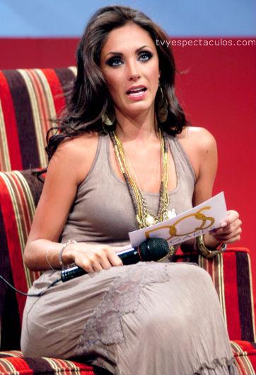 Presentan a Anahí como la protagonista de Dos Hogares