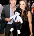 Adrian Uribe y su novia en Subasta de osos
