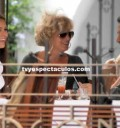 Sebastian Zurita comiendo con su novia y su mamá