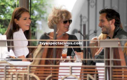Sebastián Zurita sale a comer con Su mamá y Grettel Valdez