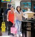 Yuridia y Mario Domm de compras