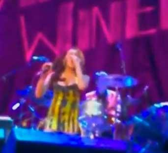 Abuchean a Amy Whinehouse por presentarse borracha en concierto