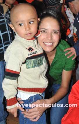 Ana Claudia Talancón convive con niños con cáncer