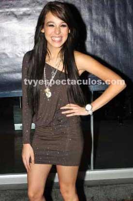 Danna Paola firma contrato millonario con disquera