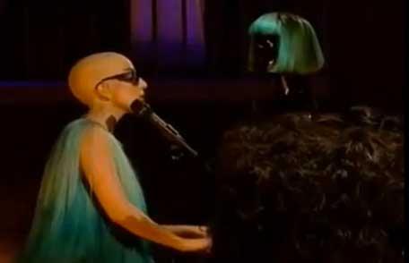 Lady Gaga aperece pelona en show
