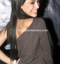 Danna Paola con beso en la espalda