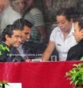 Poncho Herrera comiendo con sus amigos
