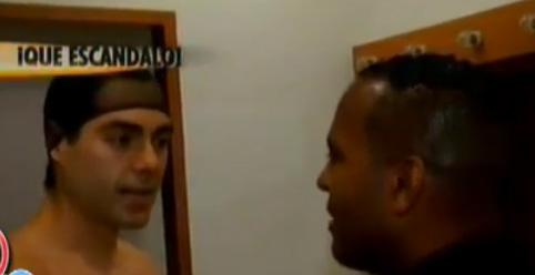 Ernesto D´alessio corre a reportero de su camerino