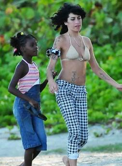 Amy Winehouse iba a adoptar a una niña