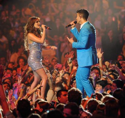 Dulce María cantó  con Joe Jonas