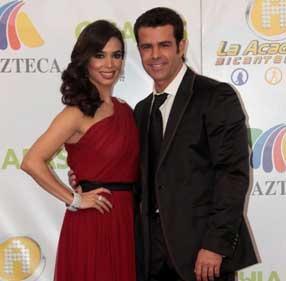 Bibi Gaytán y Eduardo Capetillo comenzarán a grabar su primer telenovela con Azteca en diciembre