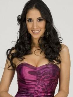 Cynthia Urias se recupera por el retiro de implantes