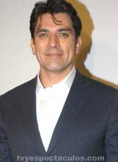 Jorge Salinas hospitalizado por neumonía