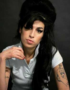 Revelan que Amy Winehouse murió por exceso de Alcohol