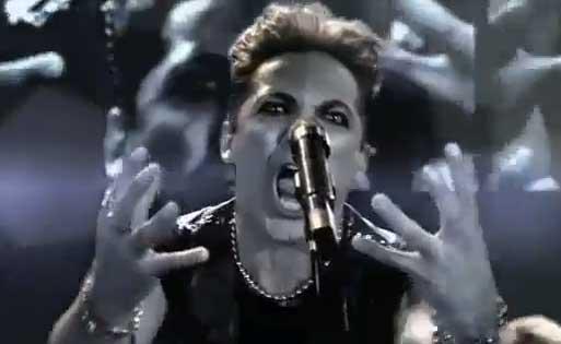 Cristian Castro se convierte en rockero en comercial
