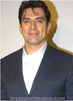 Sergio Mayer da a conocer que Jorge Salinas permanecerá una semana más hospitalizado