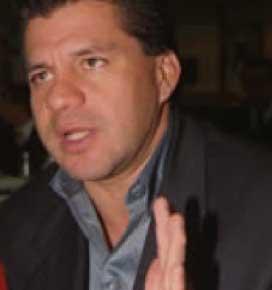 Andrés Puentes da a conocer que tuvo relaciones íntimas con la mamá de Tatiana