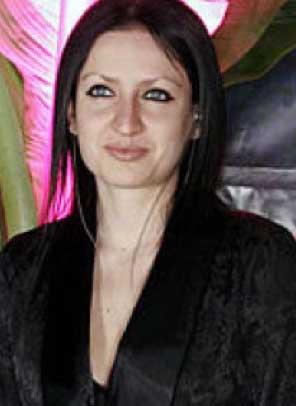 Celia Lora alista boda